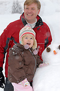 The winter sport photograph session of his royal highness the prince of oranje, her royal highness princess Máxima, her royal highness princess Catharina-Amalia and her royal highness princess Alexia during their holiday in Lech.<br /> <br /> <br /> De wintersportfotosessie van Zijne Koninklijke Hoogheid de Prins van Oranje, Hare Koninklijke Hoogheid Prinses Máxima, Hare Koninklijke Hoogheid Prinses Catharina-Amalia en Hare Koninklijke Hoogheid Prinses Alexia tijdens hun vakantie in Lech.<br /> <br /> Op de foto / On the Photo:<br /> <br /> <br /> <br /> Willem Alexander en Amalia