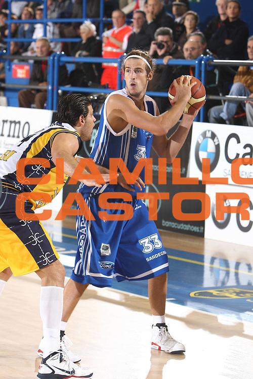 DESCRIZIONE : Porto San Giorgio Lega A 2010-11 Fabi Montegranaro Dinamo Sassari <br /> GIOCATORE : Jiri Hubalek<br /> SQUADRA : Dinamo Sassari<br /> EVENTO : Campionato Lega A 2010-2011<br /> GARA : Fabi Montegranaro Dinamo Sassari <br /> DATA : 17/10/2010<br /> CATEGORIA : palleggio<br /> SPORT : Pallacanestro<br /> AUTORE : Agenzia Ciamillo-Castoria/C.De Massis<br /> Galleria : Lega Basket A 2010-2011<br /> Fotonotizia : Porto San Giorgio Lega A 2010-11 Fabi Montegranaro Dinamo Sassari <br /> Predefinita :