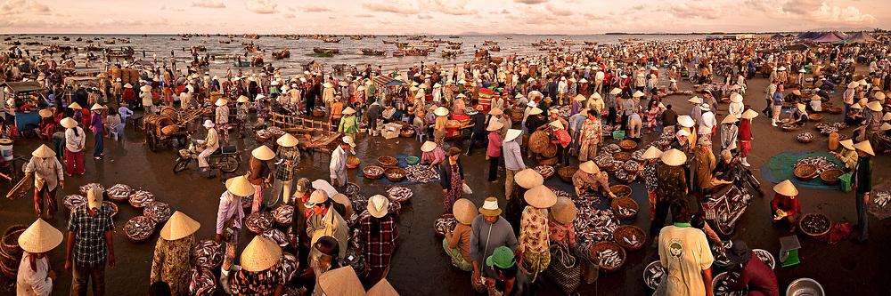 This fish market work daily from 5am to 8am. LongHai-VungTau Vietnam.Nhiem photography hoàng thế nhiệm