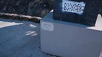 Conçu par l'architecte Daniel Badani, il a été inauguré en 1980 à l'initiative de la Ville de Paris et fait partie des Musées de la Ville de Paris. Sa pelouse de deux hectares est peuplée d'une trentaine de sculptures contemporaines  librement offertes à l'admiration du public, nuit et jour puisque le square ne ferme jamais. Le square est aussi un lieu de rencontres culturelles et musicales. Quelques grands noms de la sculpture comme César Baldaccini, Constantin Brancusi, Alexander Archipenko, Ossip Zadkine, Émile Gilioli ou Jean Arp sont présents en compagnie d'artistes moins connus