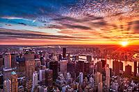 New York bei Sonnenaufgang. Die Stadt, die niemals schläft, beim Übergang von der Nacht zum Tag.