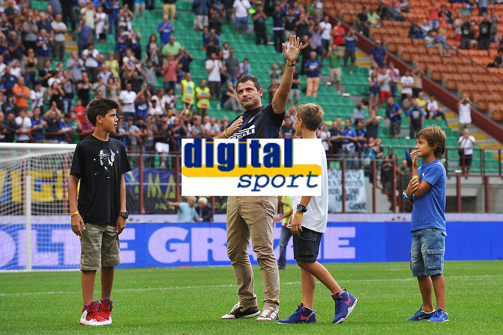 Dejan Stankovic saluta il pubblico <br /> Dejan Stankovic waves the supporters as he announced his retirement <br /> Milano 25/8/2013 Stadio Giuseppe Meazza <br /> Football Calcio Serie A<br /> Inter - Genoa <br /> Foto Andrea Staccioli Insidefoto