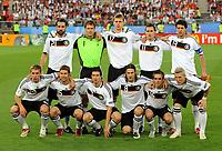 Fotball<br /> Euro 2008<br /> Finale<br /> Tyskland v Spania 0-1<br /> 29.06.2008<br /> Foto: Witters/Digitalsport<br /> NORWAY ONLY<br /> <br /> Team Deutschland <br /> hinten v.l. Christoph Metzelder, Jens Lehmann, Per Mertesacker, Miroslav Klose, Michael Ballack<br /> vorne v.l. Lukas Podolski, Thomas Hitzlsperger, Arne Friedrich, Torsten Frings, Philipp Lahm, Bastian Schweinsteiger<br /> EURO 2008 Finale Deutschland - Spanien 0:1<br /> <br /> Lagbilde Tyskland