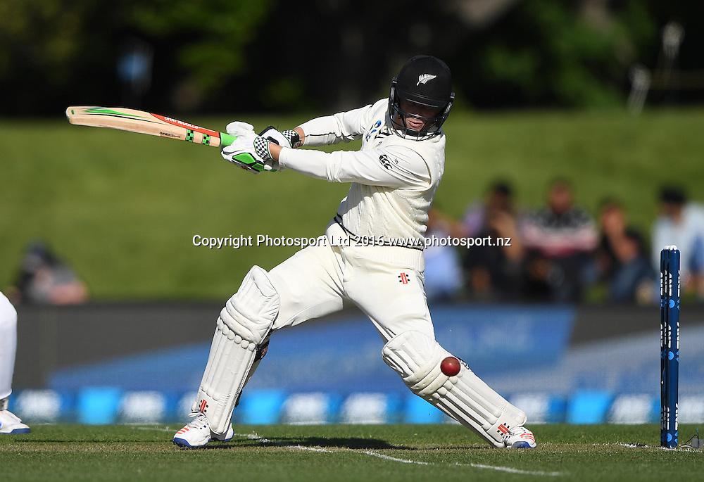 Henry Nicholls batting. New Zealand Black Caps v Pakistan. Day 2, 1st test match. Friday 18 November 2016. Hagley Oval, Christchurch, New Zealand. © Copyright photo: Andrew Cornaga / www.photosport.nz