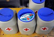 Nederland, Nijmegen, 15-7-2012Collecteren, collectebus van het Rode Kruis,gift voor goed doel, het goede doel, doelenFoto: Flip Franssen
