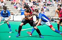 ROTTERDAM -  Augustin Mazzilli (Oranje-Rood) met Casper Roelofs (Kampong)  tijdens de wedstrijd om de derde plaats tegen Oranje Rood bij de ABN AMRO cup. COPYRIGHT KOEN SUYK