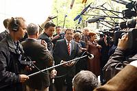 28 APR 2003, BERLIN/GERMANY:<br /> Gerhard Schroeder, SPD, Bundeskanzler, auf dem Weg zur Sitzung von Parteivorstand und geschaeftsfuehrendem Fraktionsvorstand, Willy-Brandt-Haus<br /> IMAGE: 20030428-01-012<br /> KEYWORDS: Gerhard Schröder, Mikofon, microphone, Kamera, Camera, Journalisten, Presse