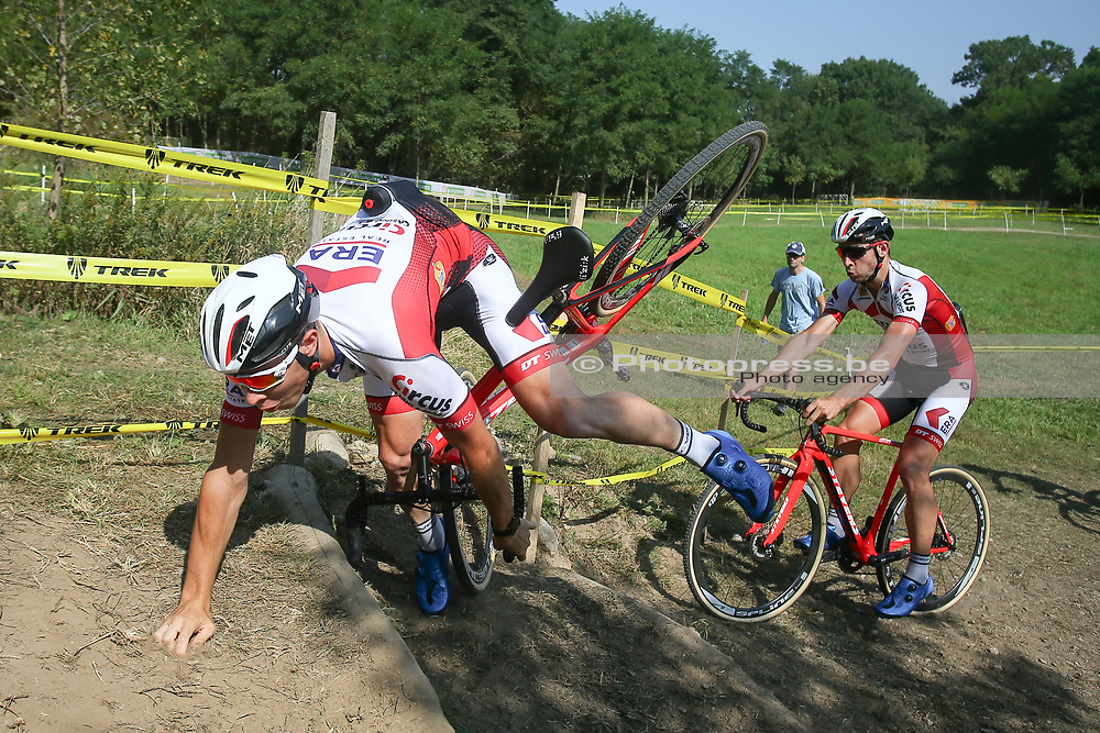 USA / VS / AMERIKA / WATERLOO WI / CYCLOCROSS / VELDRIJDEN / CYCLO CROSS / CX / HEAD QUARTERS TREK BICYCLES / TELENET WORLD CUP CYCLOCROSS #2 / TRAINING / RECON / PARCOURSVERKENNING / VAL / CRASH / LAURENS SWEECK (BEL - ERA - CIRCUS) /