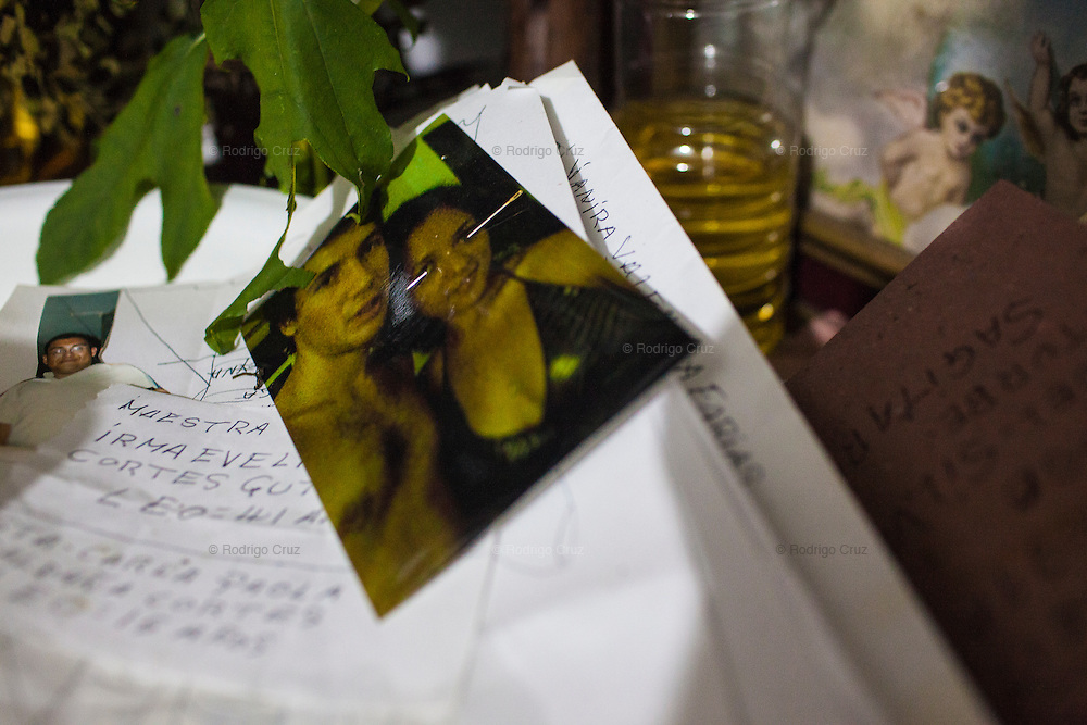A photograph of a couple and letters written on paper inside the office of Luis Marthen Torres in Catemaco, Veracruz.