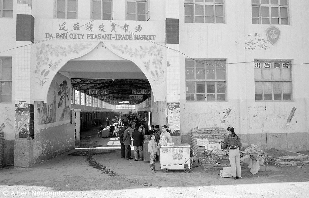 Da Ban City Peasant Market entrance