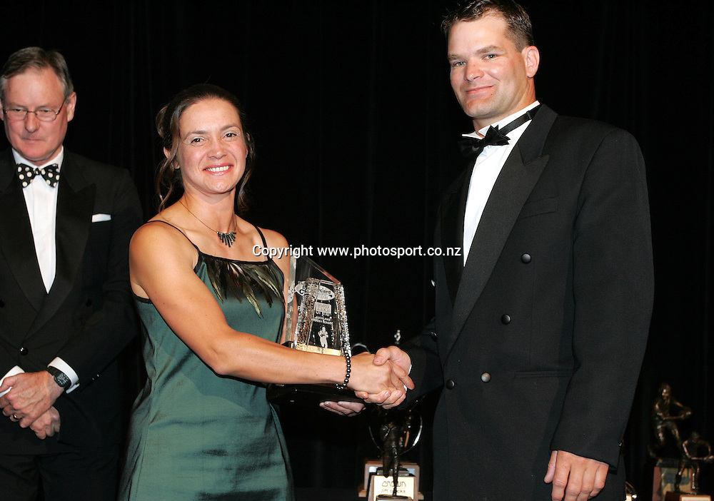 Steve Buckingham is presented with Bartercard Cup player of the year during the New Zealand Rugby League Awards held at the Hyatt Hotel, Auckland, on Friday 3 December, 2004. Photo: Andrew Cornaga/PHOTOSPORT<br />