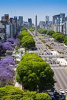 AVENIDA 9 DE JULIO Y OBELISCO, CIUDAD DE BUENOS AIRES, ARGENTINA (PHOTO © MARCO GUOLI - ALL RIGHTS RESERVED)