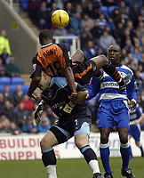 Fotball<br /> England 2004/2005<br /> Foto: SBI/Digitalsport<br /> NORWAY ONLY<br /> 22.01.2005<br /> <br /> Reading v Ipswich Town Coca-Cola Championship.<br /> Darren Bent of Ipswich gets on top of Marcus Hahnemann of Reading.