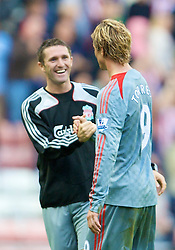 SUNDERLAND, ENGLAND - Saturday, August 16, 2008: Liverpool's Fernando Torres celebrates beating Sunderland with team-mate Robbie Keane during the opening Premiership match of the season at the Stadium of Light. (Photo by David Rawcliffe/Propaganda)