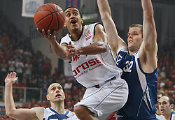 17.06.2010, Jako Arena, Bamberg, GER, 1.BBL, Play Off, Brose Baskets vs Deutsche Bank Skyliners Frankfurt, im Bild: .Brian Roberts (Bamberg #22) beim Korbwurf gegen Grayson Moyer (Deutsche Bank Skyliners #32).EXPA Pictures © 2010, PhotoCredit: EXPA/ nph/  News / SPORTIDA PHOTO AGENCY