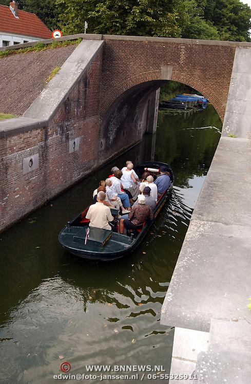 Boot rondleiding Vestingmuseum door de Naardense grachten