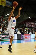 DESCRIZIONE : Bologna Lega Basket A2 2011-12 Morpho Basket Piacenza Tezenis Verona<br /> GIOCATORE : Cotis Clint Harrison<br /> CATEGORIA : Tiro<br /> SQUADRA : Morpho Basket Piacenza<br /> EVENTO : Campionato Lega A2 2011-2012<br /> GARA : Morpho Basket Piacenza Tezenis Verona<br /> DATA : 05/05/2012<br /> SPORT : Pallacanestro<br /> AUTORE : Agenzia Ciamillo-Castoria/A.Giberti<br /> Galleria : Lega Basket A2 2011-2012 <br /> Fotonotizia : Bologna Lega Basket A2 2011-12 Morpho Basket Piacenza Tezenis Verona<br /> Predefinita :