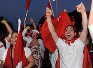 25-06-2008: Voetbal: Turkse Supporters:Tilburg<br /> Vreugde en verdriet na het verlies van Turkije in de halve finale tegen Duitsland. Bij het Willem II stadion in Tilburg kwam de Tilburgse Turkse bevolking bij elkaar om samen de wedstrijd op een megascherm te bekijken<br /> Foto: Geert van Erven