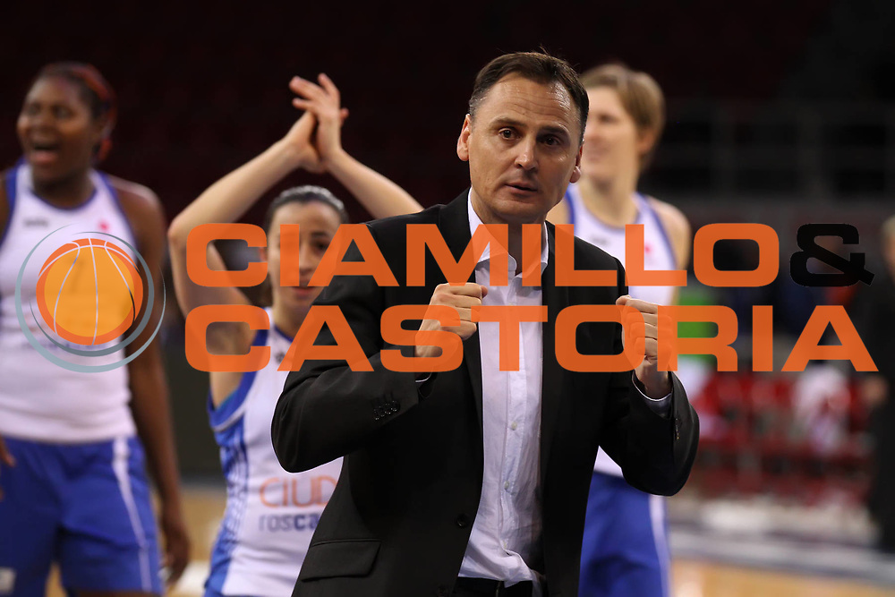 DESCRIZIONE : Istanbul Fiba Europe Euroleague Women 2011-2012 Final Eight Ros Casares Valencia UMMC Ekaterinburg<br /> GIOCATORE : Roberto Iniguez<br /> SQUADRA : Ros Casares Valencia<br /> EVENTO : Euroleague Women<br /> 2011-2012<br /> GARA : Ros Casares Valencia UMMC Ekaterinburg<br /> DATA : 28/03/2012<br /> CATEGORIA : <br /> SPORT : Pallacanestro <br /> AUTORE : Agenzia Ciamillo-Castoria/ElioCastoria<br /> Galleria : Fiba Europe Euroleague Women 2011-2012 Final Eight<br /> Fotonotizia : Istanbul Fiba Europe Euroleague Women 2011-2012 Final Eight Ros Casares Valencia UMMC Ekaterinburg<br /> Predefinita :