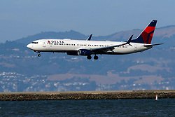 Boeing 737-932(ER) (N834DN) operated by Delta Air Lines landing at San Francisco International Airport (KSFO), San Francisco, California, United States of America