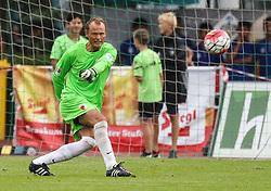 26.07.2015, Prien am Chiemsee, GER, Testspiel, FC Augsburg vs Norwich City, im Bild Alexander Manninger (Torwart FC Augsburg #1), Abstoss // during the International Friendly Football Match between FC Augsburg and Norwich City in Prien am Chiemsee, Germany on 2015/07/26. EXPA Pictures © 2015, PhotoCredit: EXPA/ Eibner-Pressefoto/ Krieger<br /> <br /> *****ATTENTION - OUT of GER*****