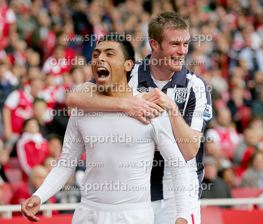 25.09.2010, Emirates Stadium, London, ENG, PL, Arsenal vs west Bromwich Albion, im Bild West Brom's Gonzalo Jara celebrates his goal with team mate Chris Brunt, EXPA Pictures © 2010, PhotoCredit: EXPA/ IPS/ Mark Greenwood *** ATTENTION *** UK AND FRANCE OUT! / SPORTIDA PHOTO AGENCY