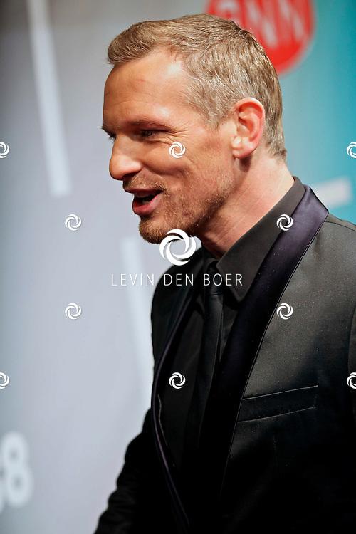 AMSTERDAM - Barry Atsma op de premiere van de film Loft dinsdag in Amsterdam. De film is vanaf 16 december in de Nederlandse bioscopen te zien. FOTO LEVIN DEN BOER - PERSFOTO.NU