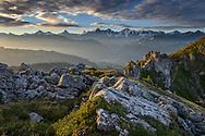 Impressionen am Güggisgrat zwischen Niederhorn (1934) und Gemmenalphorn (2061) oberhalb Interlaken an einem späten Sommertag Ende August mit Eiger, Mönch und Jungfrau.