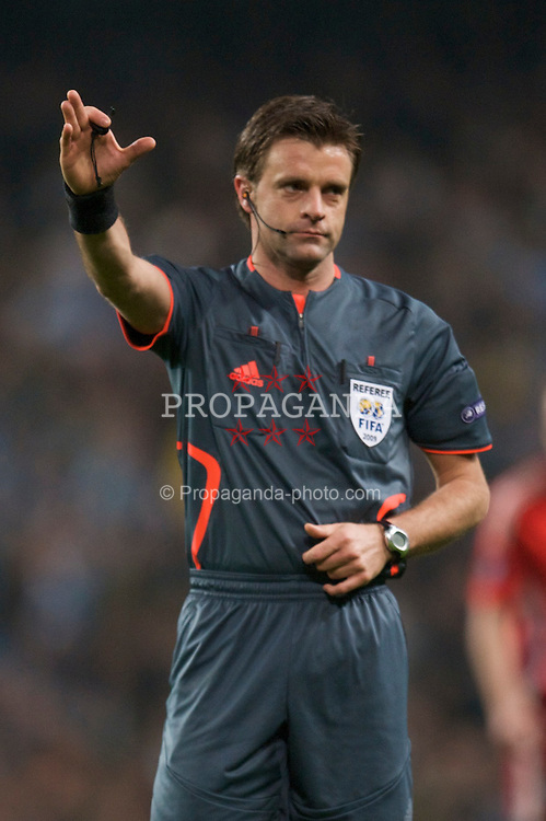 MANCHESTER, ENGLAND - Thursday, April 16, 2009: Referee Nicola Rizzoli takes charge of Manchester City against Hamurger SV during the UEFA Cup Quarter-Final 2nd Leg match at the City of Manchester Stadium. (Pic by David Rawcliffe/Propaganda)