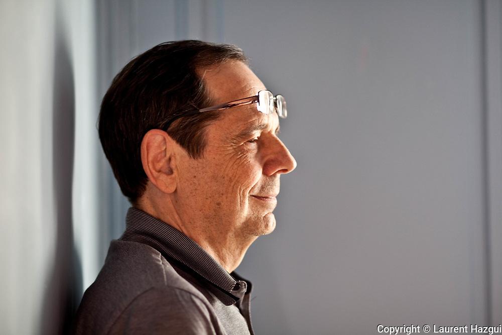 Avril 2011. Paris. Portrait d'Alain Gresh, directeur adjoint du Monde diplomatique. Il dirige le blog Nouvelles d'Orient.