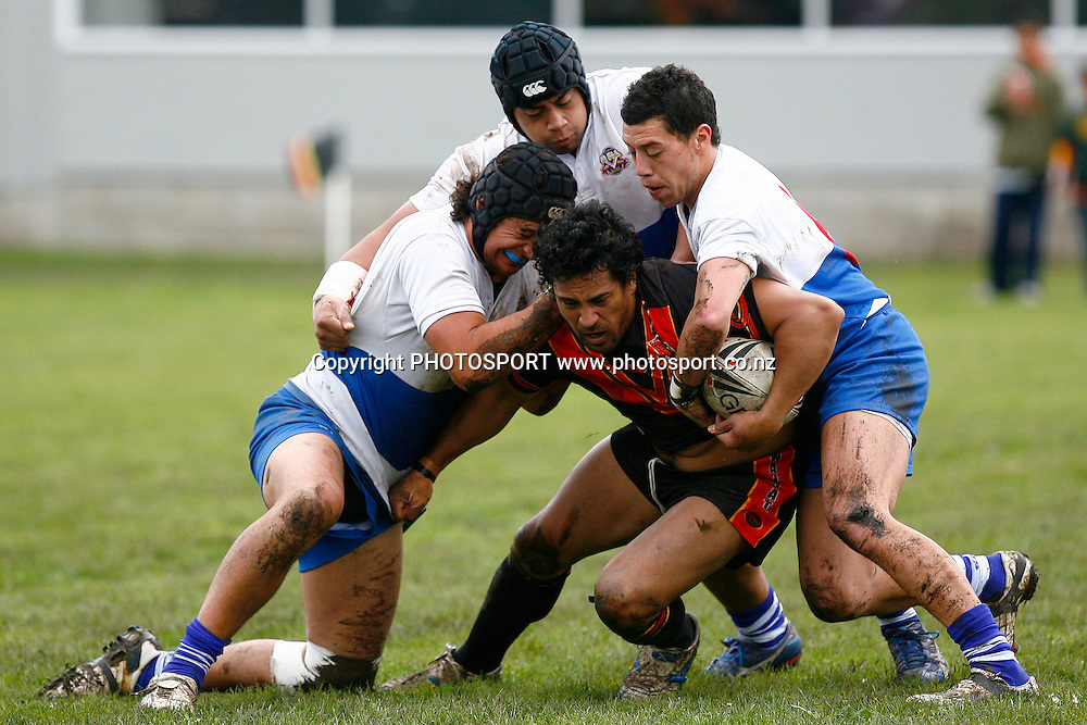 Waikato's Chris Te Kurupa tries to stay up in the tackle. NZRL National Provincial Premiership, Waikato v Auckland at Davies Park, Huntly, New Zealand. Sunday 30 August 2009. Photo: Anthony Au-Yeung/PHOTOSPORT