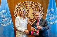 NEW YORK - Koningin Maxima ontmoet VN secretaris-generaal Antonio Guterres en biedt hem het jaarverslag van haar VN-activiteiten aan. De koningin is op bezoek bij de Verenigde Naties in New York. ANP ROYAL IMAGES ROBIN UTRECHT **NETHERLANDS ONLY**