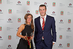 CARDIFF, WALES - Monday, October 5, 2015: Wales' Gareth Bale and Amanda Smith during the FAW Awards Dinner Dinner at Cardiff City Hall. (Pic by David Rawcliffe/Propaganda)