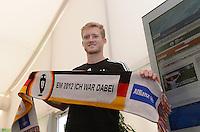 FUSSBALL INTERNATIONAL  EURO 2012   11.06.2012  Deutsche Nationalmannschaft in Danzig Andre Schuerrle (Deutschland) mit einem Allianz-Euro 2012 Fanschal