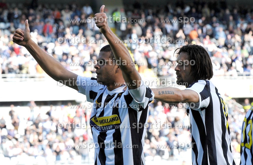 28.03.2010, Stadio Olimpico, Torino, ITA, Serie A, Juventus Turin vs Atalanta Bergamo, im Bild L'esultanza di Felipe Melo (Juventus) per il gol del 2-1 con Amauri..Juventus player Felipe Melo celebrates his 1-0 leading goal with his teammate Amauri. EXPA Pictures © 2010, PhotoCredit: EXPA/ InsideFoto/ Giorgio Perottino / SPORTIDA PHOTO AGENCY