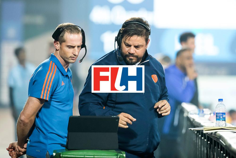 BHUBANESWAR - bondscoach Max Caldas (Ned) met assistent Ronald Brouwer tijdens de Hockey World League Final wedstrijd Belgie-Nederland (3-0).   COPYRIGHT KOEN SUYK