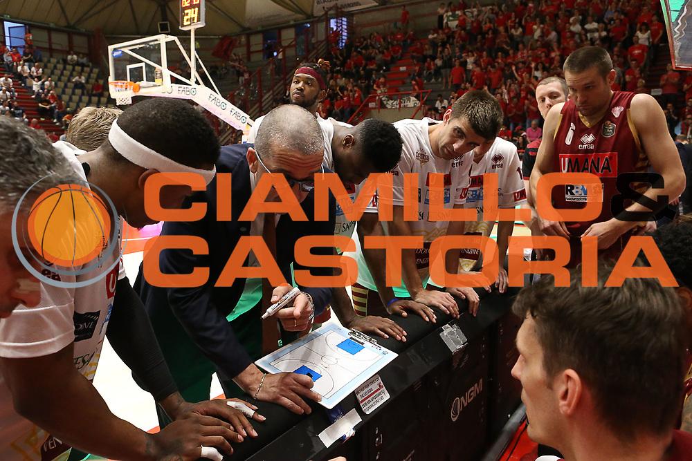 Walter De Raffaele<br /> The Flexx Pistoia Umana Reyer Venezia<br /> Lega Basket Serie A 2016/2017<br /> Playoff Quarti di finale Gara 4<br /> Pistoia 19/05/2017<br /> Foto Ciamillo-Castoria