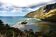 NOUVELLE CALEDONIE, Aout 2013 - Hienghene - Embouchure de la Ouaieme, au pied du mont Panie,  Non loin, le bac de Ouaieme pour traverser la riviere.