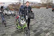 De Hollandse 100 2019. Tijdens het evenement wordt 10 kilometer geschaatst en 90 kilometer gefietst om geld op te halen voor onderzoek naar lymfklierkanker.  <br /> <br /> The Dutch 100 2019. During the event, 10 kilometers are skated and 90 kilometers cycled to raise money for research into lymph node cancer.<br /> <br /> Op de foto / On the photo:  Prins Pieter-Christiaan