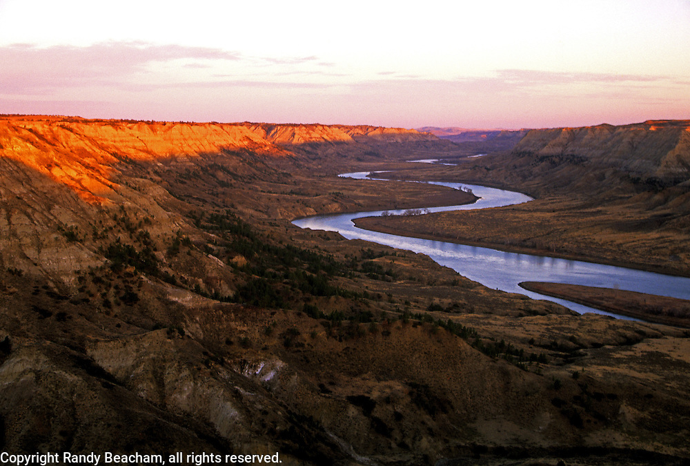 Missouri River and badlands. Missouri River Breaks National Monument, north of Winifred, Montana