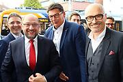 Mannheim. 19.09.17 | SPD-Kanzlerkandidat Martin Schulz im Capitol Mannheim.<br /> Im Wahlkampf zur Bundestagswahl unterstützt Kanzlerkandidat Martin Schulz Mannheims SPD Bundestagsabgeordneter Stefan Rebmann.<br /> - v.l. Stefan Fulst-Blei, Martin Schulz begrüßt im Publikum Karla Spagerer.<br /> <br /> BILD- ID 0064 |<br /> Bild: Markus Prosswitz 19SEP17 / masterpress (Bild ist honorarpflichtig - No Model Release!)