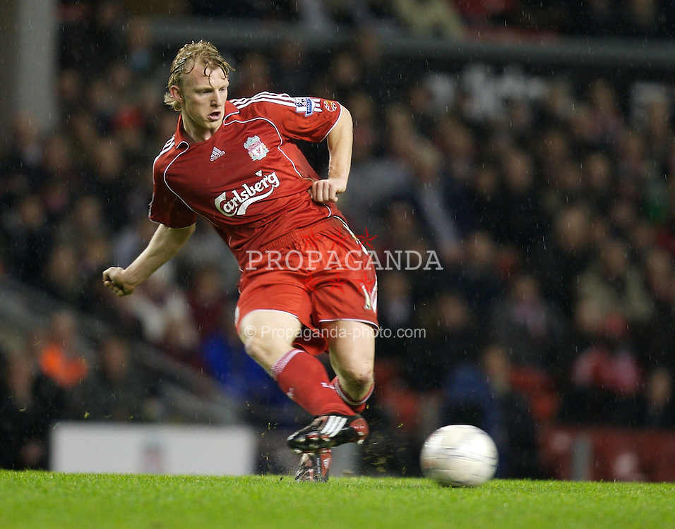 LIVERPOOL, ENGLAND - Tuesday, January 15, 2008: Liverpool's Dirk Kuyt in action against Luton Town during the FA Cup 3rd Round Replay at Anfield. (Photo by David Rawcliffe/Propaganda)