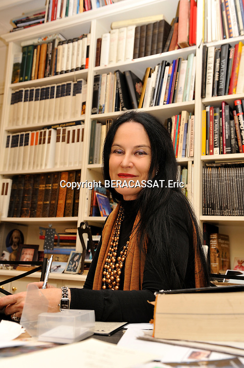 France-Paris-French writer Irene Frain poses in is house in Paris