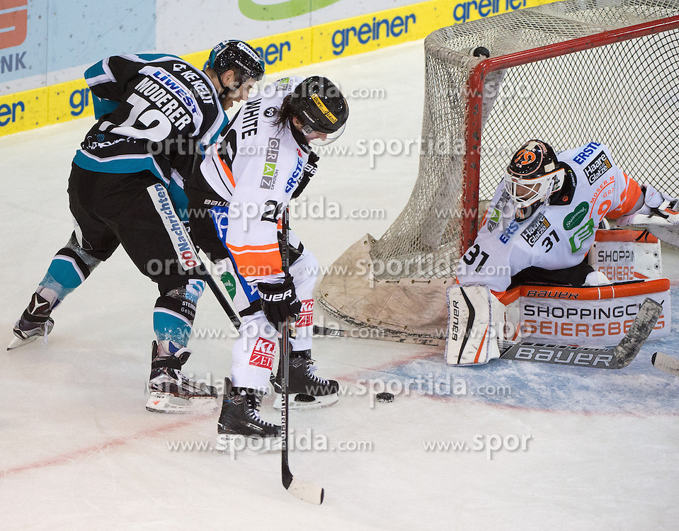 27.09.2015, Keine Sorgen Eisarena, Linz, AUT, EBEL, EHC Liwest Black Wings Linz vs Moser Medical Graz 99ers, 6. Runde, im Bild v.l. Kevin Moderer (EHC Liwest Black Wings Linz), Patrick White (Moser Medical Graz 99ers) und Sebastian Dahm (Moser Medical Graz 99ers) // during the Erste Bank Icehockey League 6th round match between EHC Liwest Black Wings Linz and Moser Medical Graz 99ers at the Keine Sorgen Icearena, Linz, Austria on 2015/09/27. EXPA Pictures © 2015, PhotoCredit: EXPA/ Reinhard Eisenbauer