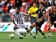 05-08-2008 Voetbal:FC ENERGIE COTTBUS:WILEM II:COTTBUS<br /> Boy Deul ontwijkt de verdediging van Igor Mitreski<br /> Foto: Geert van Erven