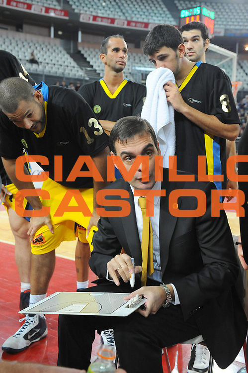 DESCRIZIONE : Roma Eurolega 2009-10 Lottomatica Virtus Roma Maroussi BC<br /> GIOCATORE : Coach Georgios Bartzokas<br /> SQUADRA : Maroussi BC<br /> EVENTO : Eurolega 2009-2010 <br /> GARA : Lottomatica Virtus Roma Maroussi BC<br /> DATA : 16/12/2009<br /> CATEGORIA : Time Out<br /> SPORT : Pallacanestro <br /> AUTORE : Agenzia Ciamillo-Castoria/G.Ciamillo<br /> Galleria : Eurolega 2009-2010 <br /> Fotonotizia : Roma Eurolega 2009-2010 Lottomatica Virtus Roma Maroussi BC<br /> Predefinita :