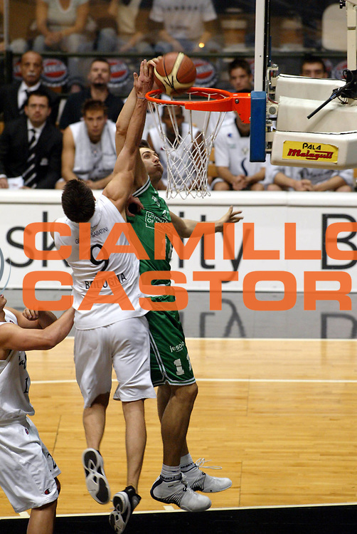 DESCRIZIONE : Bologna Lega A1 2005-06 Virtus Caff&egrave; Maxim  Bologna Benetton Treviso<br />GIOCATORE : Bargnani<br />SQUADRA : Benetton Treviso<br />EVENTO : Campionato Lega A1 2005-2006<br />GARA :  Virtus Caff&egrave; Maxim  Bologna Benetton Treviso<br />DATA : 12/12/2005 <br />CATEGORIA : <br />SPORT : Pallacanestro <br />AUTORE : Agenzia Ciamillo-Castoria/G.Livaldi<br />Galleria : Lega Basket A1 2005-2006<br />Fotonotizia : Bologna Lega A1 2005-06  Virtus Caff&egrave; Maxim  Bologna Benetton Treviso<br />Predefinita :