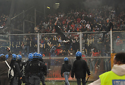 PARTITA SOSPESA;DISORDINI TIFOSI SERBIA.PH RICH Players of Italy and Serbia leave the pitch after the UEFA EURO 2010 Group C qualifying match between Italy and Serbia was suspended at Luigi Ferraris Stadium on October 12, 2010 in Genoa, Italy.