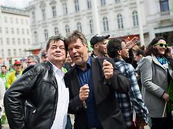 27.04.2019, Mariahilferstrasse, Wien, AUT, Die Grünen, Wahlkampfauftakt zur EU-Wahl. im Bild EU-Spitzenkandidat Werner Kogler (Grüne) und Robert Habeck (Bündnis 90/Die Grünen) // Topcandidate of the Austrian Greens for EU elections Werner Kogler and Robert Habeck (German Greens) during campaign opening of the Austrian Greens due to European Elections in Vienna, Austria on 2019/04/27. EXPA Pictures © 2019, PhotoCredit: EXPA/ Michael Gruber