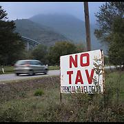 Cartello NO TAV all'ingresso della Valle Cenischia a pochi KM da Venaus